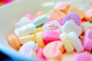 https://unsplash.com/search/photos/candy-hearts?modal=%7B%22tag%22%3A%22CreditBadge%22%2C%22value%22%3A%7B%22userId%22%3A%224lPs89CvYW0%22%7D%7D